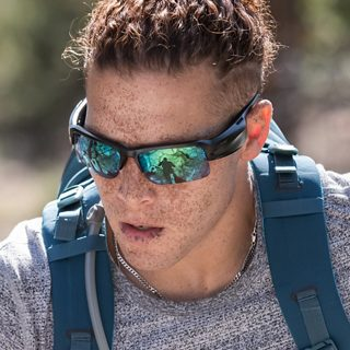 Man hiking wearing Bose Frames Tempo with Trail Blue lenses