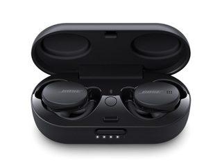 Тройни черни слушалки Bose Sport в калъфа за зареждане