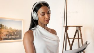 Woman wearing Bose Noise Cancelling Headphones 700
