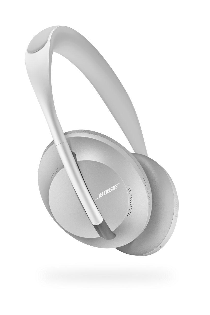 Modelo color plateado de los audífonos Bose Noise Cancelling Headphones 700