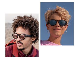 Man wearing Bose Frames Rondo with Mirrored Rose Gold Lenses and woman wearing Bose Frames Rondo with Gradient Blue Lenses