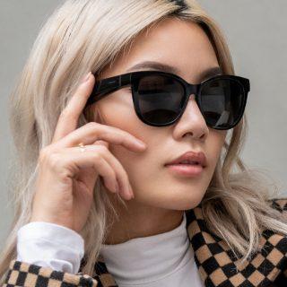 Woman wearing Bose Frames Soprano