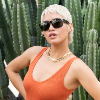 Woman wearing Bose Frames Tenor