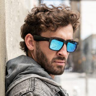 Man wearing Bose Frames Tenor